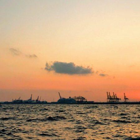 Paseo en barco barcelona puesta de sol