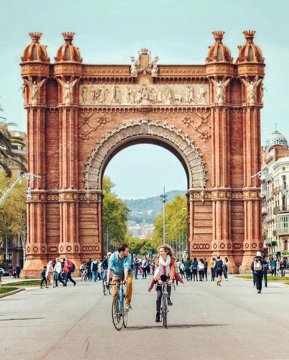 arc de triomf Barcelona visit